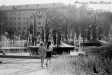 Тольятти восьмидесятых. Фонтан и скульптурная композиция «Музы» на площади перед ДК Юбилейный. Ныне Филармония, перекресток улицы Победы и Молодежного бульвара. Июль 1988 года