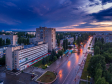 Необычный взгляд на город Балаково. Перекресток улиц Факел Социализма и Ленина на закате после дождя.