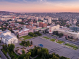 Взгляд с высоты на Саратов и Волгу . Театральная площадь Саратова на рассвете