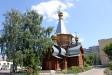 莫斯科郊区教堂. Возведение храма Иверской иконы Божией Матери было начато в 1999 году. В 2000г. здесь была совершена первая Божественная литургия.  Форма деревянного пятиглавого храма напоминает равноконечный крест.