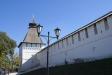 Астраханский кремль. Глухая Артиллерийская (пыточная) четырехъярусная башня расположена в северо-восточном углу кремля. До 17 века была безымянной. После того, как в ней стали проводить судебные дознания с применением пыток, башню прозвали Пыточной. В начале 18 века Зелейный двор, на территории которого она находилась, был переименован в Артиллерийский. Отсюда башня получила свое современное название. Это одна из трех сохранившихся до нас древних башен кремля. В плане имеет ромбовидную форму 12,7 х 12,3 м. Высота около 16 м.