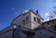 Астраханский кремль. Деревянная церковь в честь Святителя Николая была построена в центре кремля во второй половине 16 века. В процессе строительства каменного кремля она была перенесена на северные проездные ворота. В 1728 году церковь за ветхостью была разобрана. По инициативе астраханского купечества, в 1739 году был выстроен новый храм в древнерусском стиле. В советское время в здании размещались гужмастерские. В 1974 году Никольская церковь была передана Астраханскому краеведческому музею. В 1980-х гг. была начата ее реставрация. Храм был передан верующим в 2003 году.