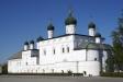 Astrakhan Kremlin. Деревянный Троицкий собор был построен в 1576 году по инициативе игумена Кирилла. В 1603 году митрополит Савватий возвел на его месте каменный храм. Архитектурный комплекс состоит из двух церквей с северной стороны и Большой и Малой трапезной палат с западной.