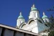 Astrakhan Kremlin. Предшественницей собора была каменная церковь, освященная в 1602 году. В конце 17 века митрополит Савватий  решил построить на ее месте собор. Он скопил немалую сумму на его постройку – 10 000 рублей, но в 1696 году скончался. Деньги были взяты в гражданское ведомство. Новый митрополит Сампсон получил из них только около 4000 рублей. Но это не помешало ему энергично взяться за строительство собора, которое продолжалось 12 лет и было завершено в 1710 году. Пятиглавый храм кубической формы состоит из двух этажей. Верхний (высокий и светлый), освященный в честь Успения Пресвятой Богородицы, предназначался для проведения торжественных богослужений в теплое время года. Нижний – сводчатый и темный – являлся одновременно «зимним» храмом и усыпальницей астраханских иерархов.