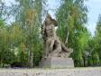 """Mamayev Kurgan. Скульптура """"Солдат берёт знамя из рук раненого воина-знаменосца и идёт в бой""""."""