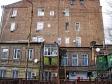 Ростов-на-Дону. Похоже в этом доме жильцам самим пришлось устраивать окна к свету, а лестницы к небу.