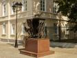Подольск. Памятник швейной машинке - труженице в Подольске на улице Советской.