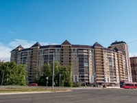 Казань, улица Баки Урманче, дом 1. многоквартирный дом