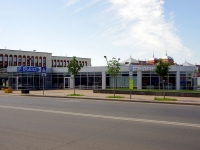 Казань, площадь Привокзальная, дом 1Б. гараж / автостоянка