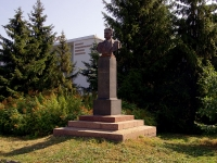 neighbour house: st. Karl Marks. monument М.Горькому