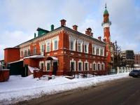 Казань, улица Хади Такташа, дом 28. многофункциональное здание