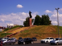 Казань, улица Пушкина. памятник М. Вахитову