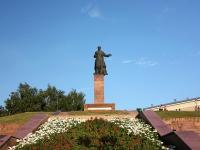 Казань, улица Петербургская. памятник М. Вахитову