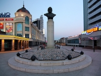 Казань, улица Петербургская. памятник Л. Гумилеву