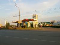 соседний дом: ул. Чистопольская, дом 46А. автозаправочная станция