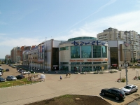 "neighbour house: avenue. Yamashev, house 71А. shopping center ""Бахетле"""