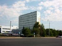 Казань, улица Волгоградская, дом 47. многофункциональное здание