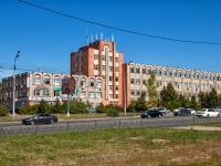 Казань, улица Сафиуллина, дом 5. многофункциональное здание