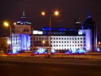 Казань, улица Марселя Салимжанова, дом 1. многофункциональное здание