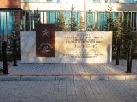 Казань, улица Декабристов. памятник Полиграфистам с оружием в руках защитившим Родину