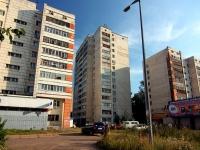 隔壁房屋: st. Dekabristov, 房屋 10. 公寓楼