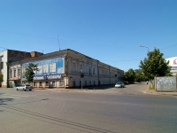Казань, улица Клары Цеткин, дом 18/20. многофункциональное здание