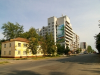 neighbour house: st. Kosmonavtov, house 41. Apartment house