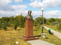 Казань, улица Братьев Касимовых. памятник Д.М. Карбышеву