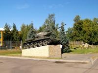 Казань, улица Оренбургский тракт. памятник танк Т-34
