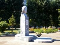 Казань, улица Гарифьянова. памятник Сыртлановой М.Г. Герою Советского Союза.
