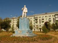 Казань, улица Белинского. памятник Г.К. Орджоникидзе