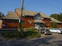 Казань, улица Челюскина, дом 16. многофункциональное здание
