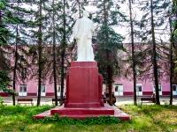 Казань, улица Дементьева. памятник Ленину