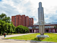 Казань, улица Дементьева. стела на площади Моторостроителей