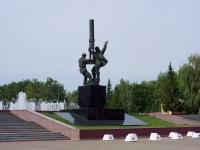 улица Ленина. памятник Нефтяникам