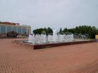 "улица Ленина. фонтан У ДК ""Нефтьче"""