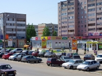 Elabuga, Neftyanikov avenue, 房屋 9. 商店