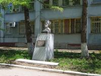 улица Менделеева. памятник Татарскому революционеру М.М. Вахитову