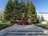 Нижнекамск, площадь Лемаева. памятник Мусе Джалилю