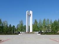 Нижнекамск, улица Спортивная. монумент Победы