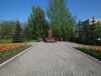 Нижнекамск, площадь Лемаева. памятник Н. Лемаеву