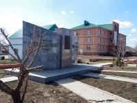 Нурлат, улица Гиматдинова. памятник Гиматдинову Г.К.