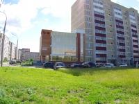 Набережные Челны, улица Хади Такташа, дом 10. офисное здание