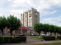 Набережные Челны, Мусы Джалиля проспект, дом 25. жилой дом с магазином