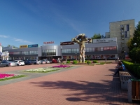 "neighbour house: blvd. Entuziastov, house 14. shopping center ""ОДЕЖДА"""