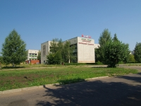 隔壁房屋: avenue. Mira, 房屋 13. 科学院 ИНЭКА, Камская государственная инженерно-экономическая академия