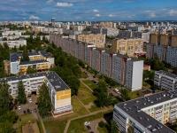 Naberezhnye Chelny, st Shamil Usmanov, house 8. Apartment house