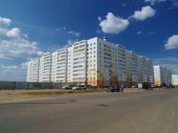 Набережные Челны, улица Раскольникова, дом 32. многоквартирный дом