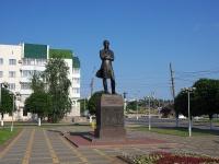 Чебоксары, Президентский бульвар. памятник К.Иванову