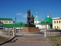 Чебоксары, улица Михаила Сеспеля. памятник Покровителям семьи святым Петру и Февронии
